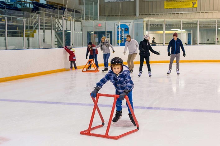 The District of Muskoka is hosting a free family skate on November 18 (Photo: Town of Huntsville)