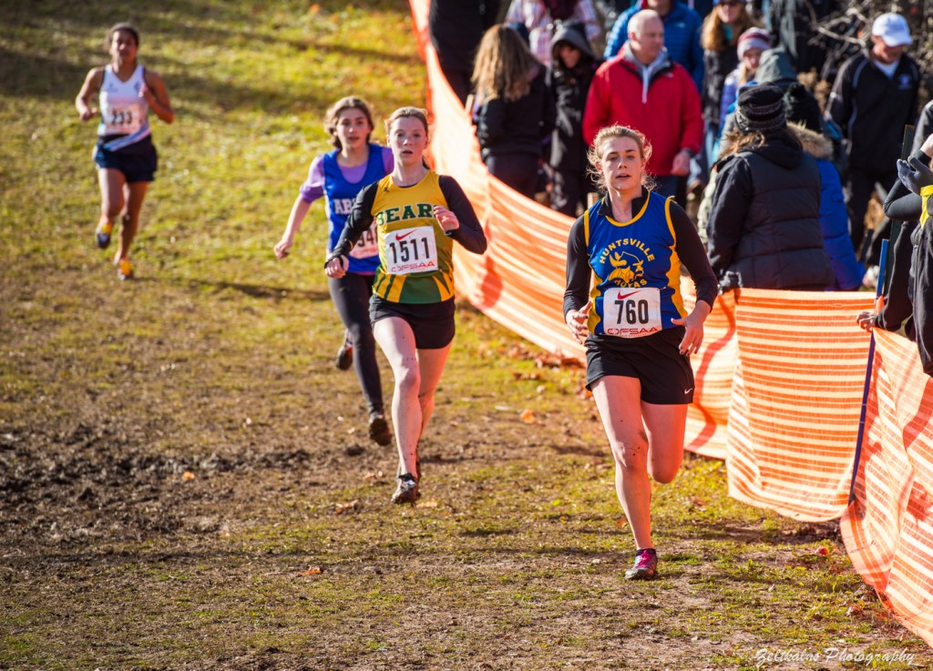 Olivia Crozier (#760) sprints down the home stretch. Image courtesy of Andy Zeltkans