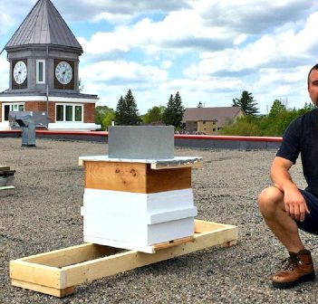 Beekeeper Craig Nakamoto with the first hive on the roof of the Algonquin Theatre in 2016