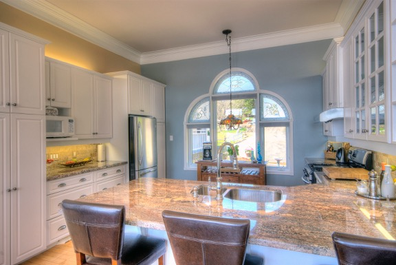 fairy-lake-cottage-for-sale-15-kitchen