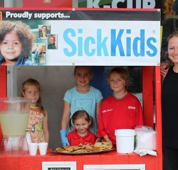 (From left) Ella McClung, Mya Wilson, Sofia Graham, Griffin Graham, Christine Barkey, and Mike Graham at the 2017 lemonade stand