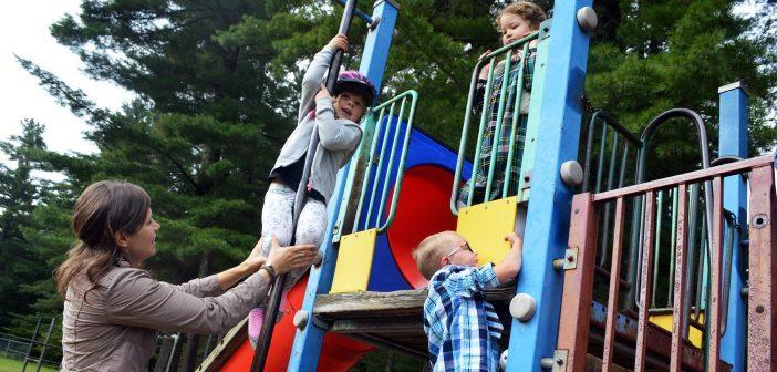 Kindergarten teacher Mel Maxwell and a few of her students at Irwin Memorial Public School (Photo: Laura MacLean)