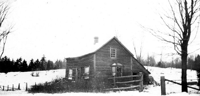 Hunt's House at the corner Chaffey and West Streets in November 1921 (Photo: Muskoka Heritage Place collection)