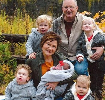 Susan and Kevin Billingsley with their grandchildren (supplied photo)
