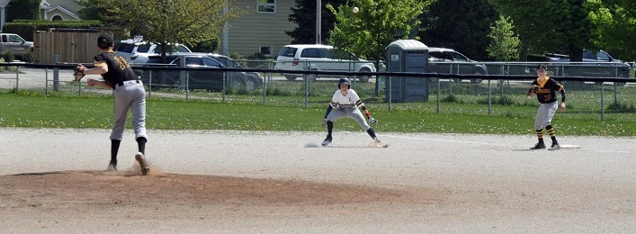 Wilson Babineau defends first base at a game in Thornbury (supplied photo)