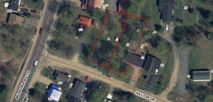 The two lots on Hilltop Drive marked in red would be merged to create an eightplex.