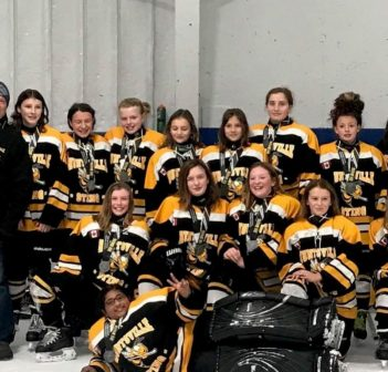 Huntsville PeeWee Black Sting win silver at North Bay Ice Boltz 2018 tournament (Photo: Tracy Fowler)