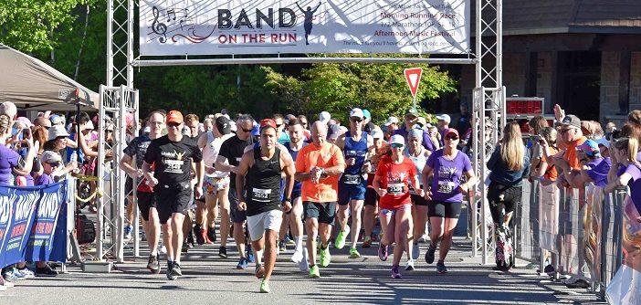 Runners start the half marathon at Band on the Run 2019