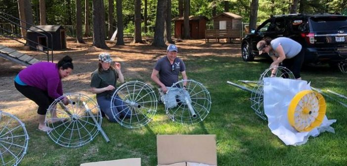 (From left) Stephanie Brooks, Tamara Wright, Peter Yungblut, and Nancy Grant assemble baskets for Irwin's new disc golf course (supplied)