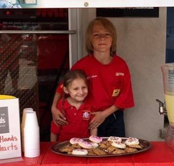 Sofia and Griffin Graham at their lemonade stand in 2018 (Photo courtesy of Huntsville Home Hardware)