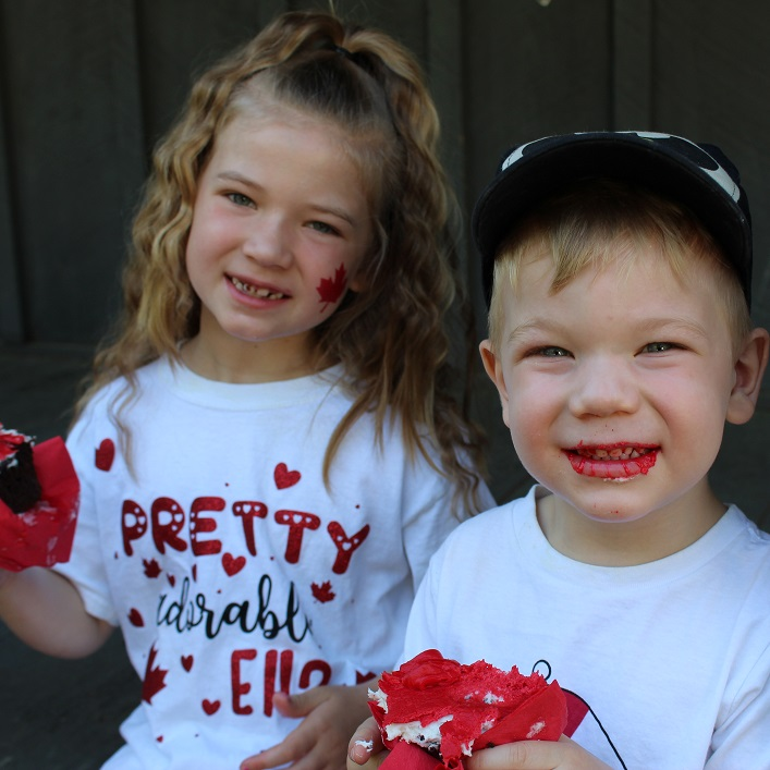 Neveah (left) and Gage Krajnc enjoy their cupcakes