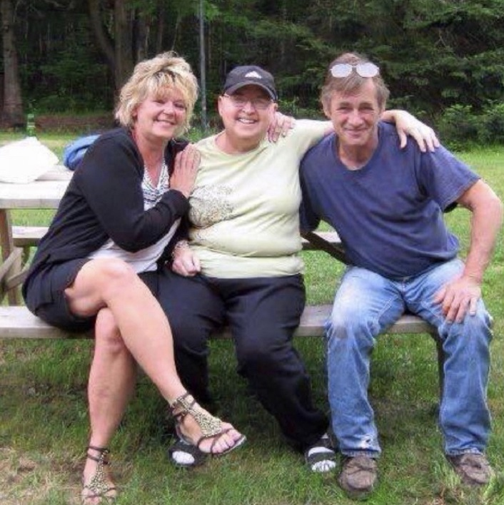 Alley Szukalski's mom Gwynne Fischer Haras (left) was a resident of hospice and died from cancer in 2015. Her aunt Wendy Hollywood (centre) also died from cancer in 2010, as did her uncle Wayne Gonder (right), who was a resident of hospice in 2012 (supplied)