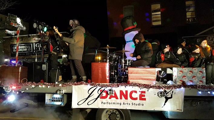 JJ Dance was accompanied by a live band