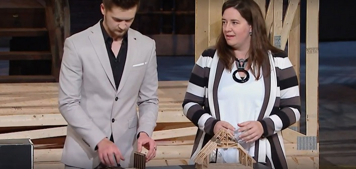 Kim Aitken (right) with her brother Patrick Forde on CBC's Dragon's Den (cbc.ca)