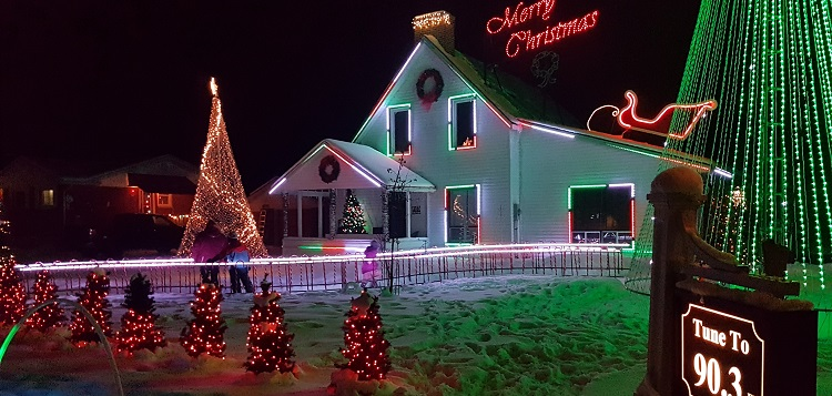 Novar Christmas House 2019 (Dawn Huddlestone)