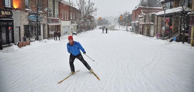Cross-country skiing on Main Street, Huntsville (Huntsville Lake of Bays Chamber of Commerce)