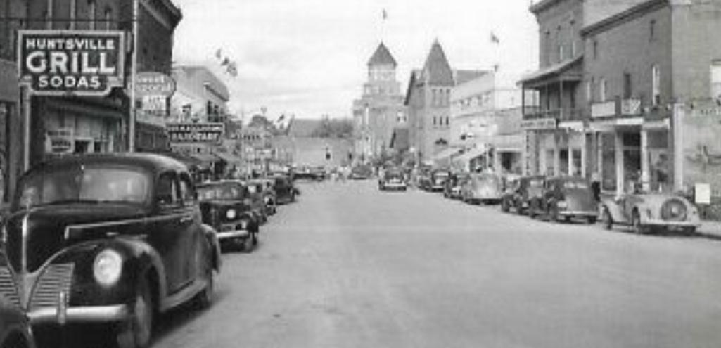 Wayback Wednesday 2020-14 Main Street Huntsville cropped (Postcard photo: Annabelle Studio)