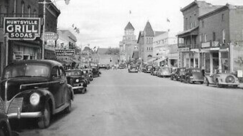 Wayback Wednesday 2020-14 Main Street Huntsville (Postcard photo: Annabelle Studio)