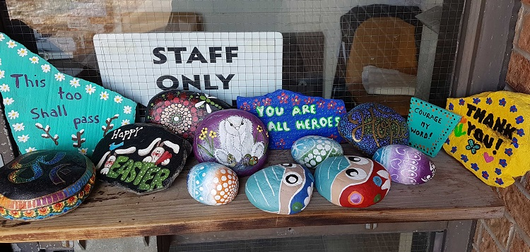 Rock painters have been leaving positive messages at a staff entrance at Huntsville Hospital (Muskoka Algonquin Healthcare / Twitter)